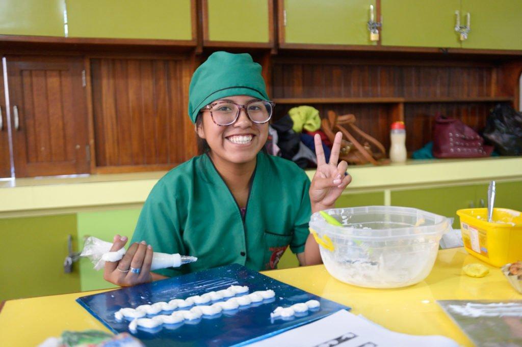 Rosa, 19 Jahre, macht eine Ausbildung als Bäckerin und Konditorin, Alternatives Ausbildungszentrum CEA - Centro de Educación Alternative Santa Maria, Cochabamba, Departamento Cochabamba, Bolivien; Foto: Florian Kopp/SMMP