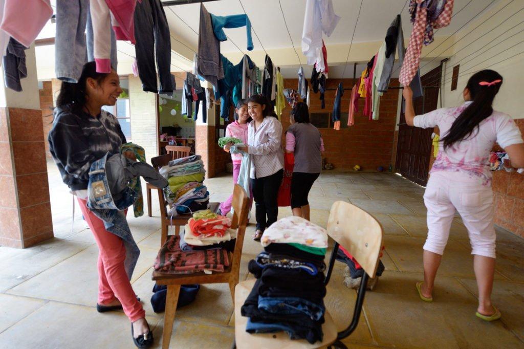 Am Wochenende kümmern sich die Jugendlichen um ihre Wäsche, Kinderheim Comunidad Santa Susana, Vallegrande, Departamento Santa Cruz, Bolivien; Foto: Florian Kopp/SMMP